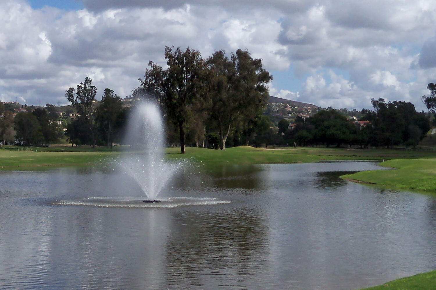One of Otterbine's Phoenix Aerating Fountains in a golf course