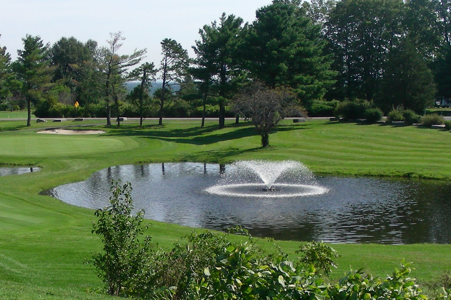 An Otterbine Sunburst Aerating Fountain in a golf course