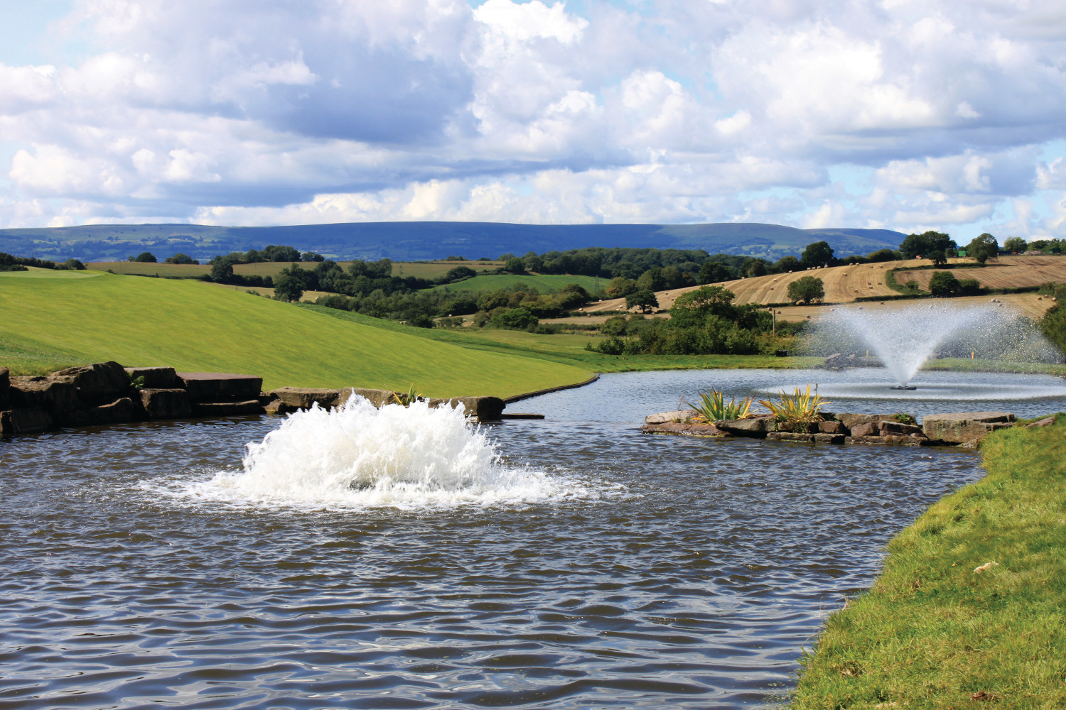 Otterbine Aerating Fountains at a gold course