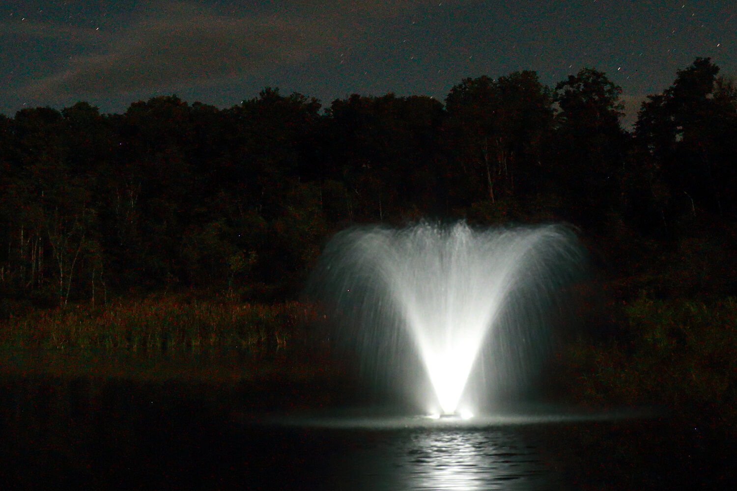One of Otterbine's Aerating Fountains with Fountain Glo™ High Voltage Lighting